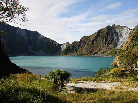 Philippinen - Mount Pinatubo - By ChrisTomnong (Own work)